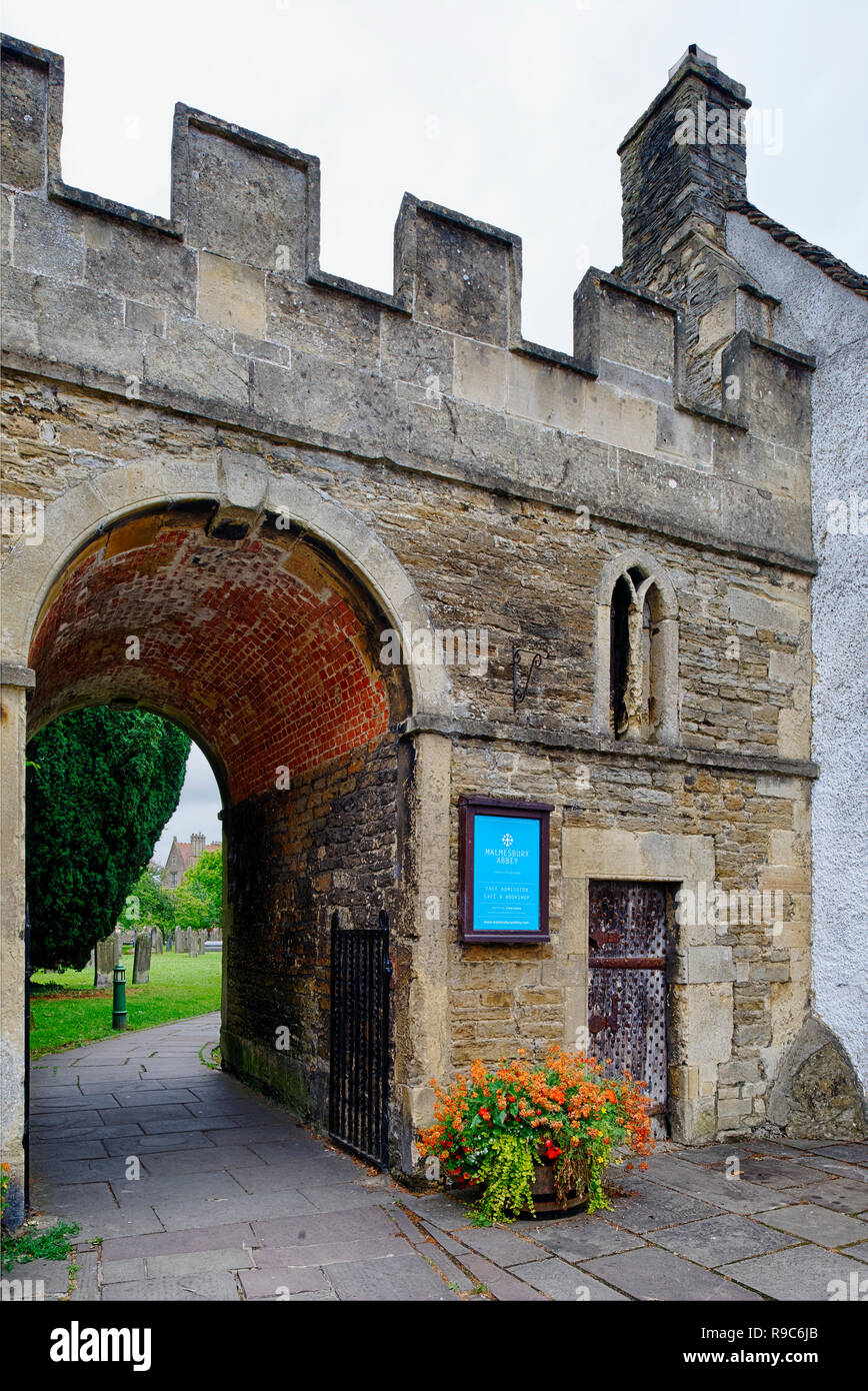 Gateway to Churchyard of St Mary & St Aldhelms Abbey Church, Malmesbury, Wiltshire. Grade II listed 18th century Stock Photo