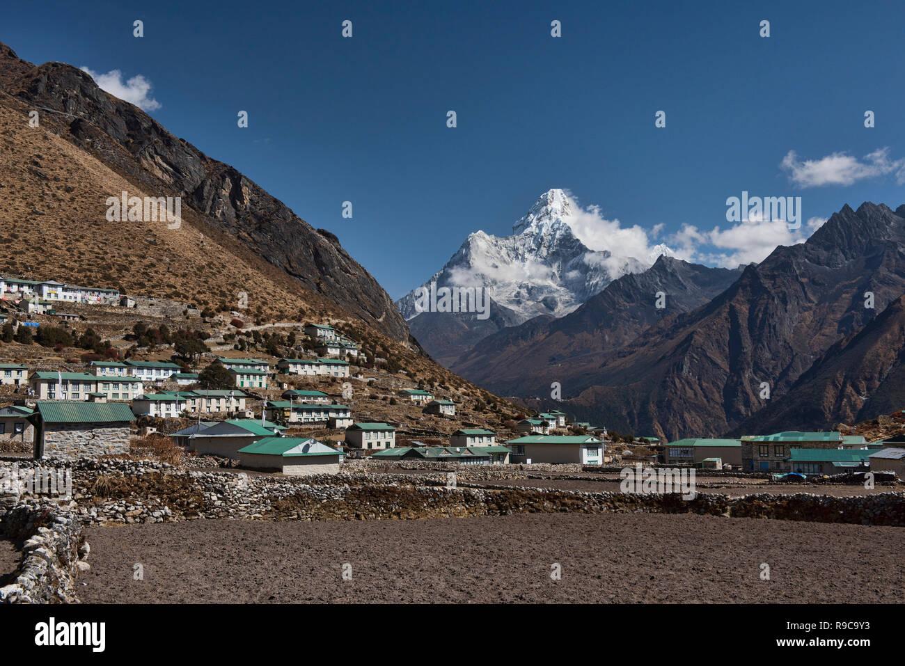 Ama Dablam behind the village of Khumjung, Everest region, Khumbu, Nepal - Stock Image