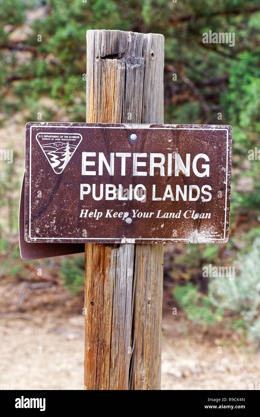 42,893.03526 wooden post with brown BLM Public Lands backcountry road sign, in the high desert, Help Keep Your Land Clean sign, Oregon, USA - Stock Image