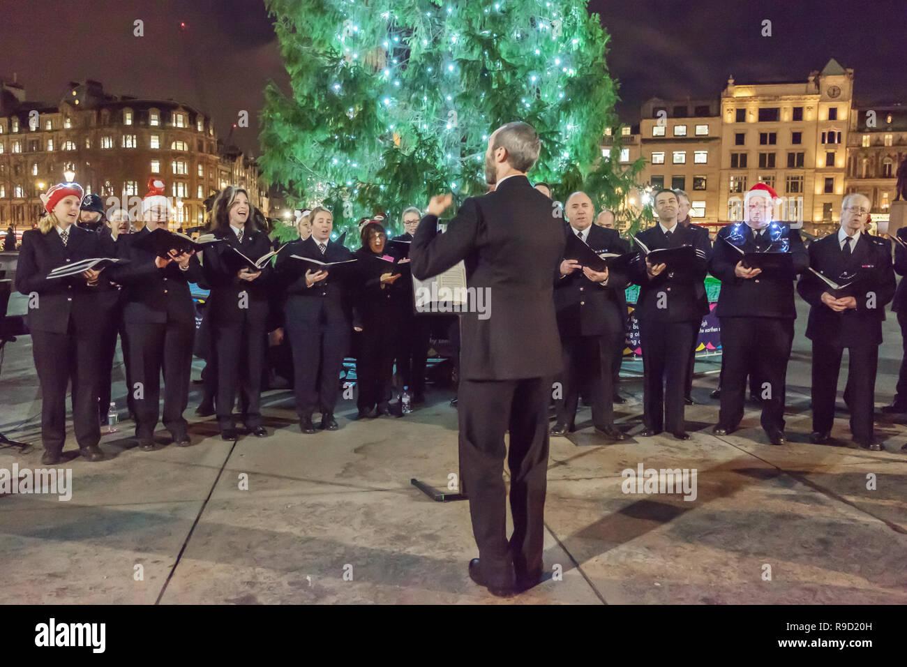 Metropolitan Police Choir sing Christmas carols at Trafalgar Square, Central London, England. Dec. 19, 2018 - Stock Image