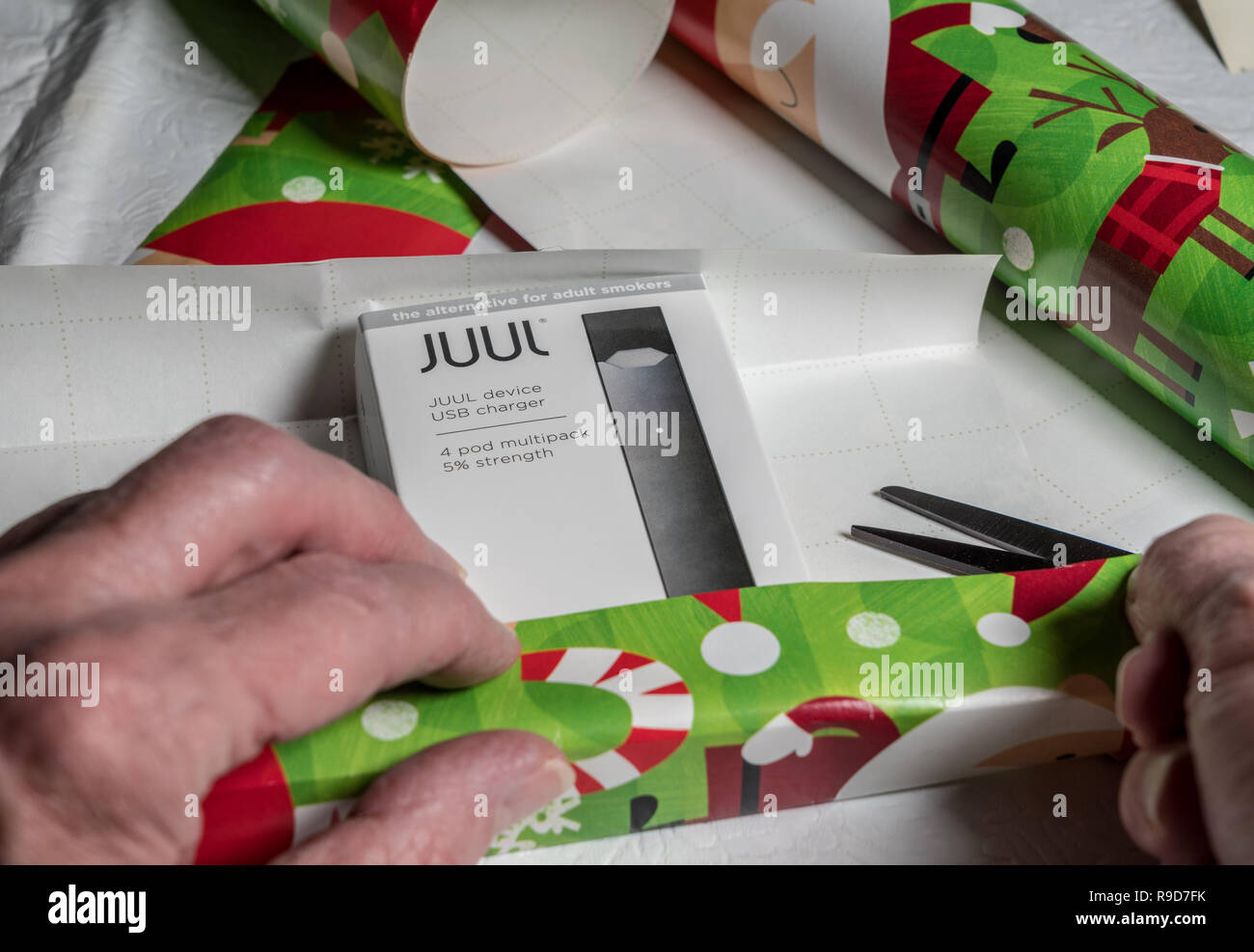 Juul Device Stock Photos & Juul Device Stock Images - Alamy
