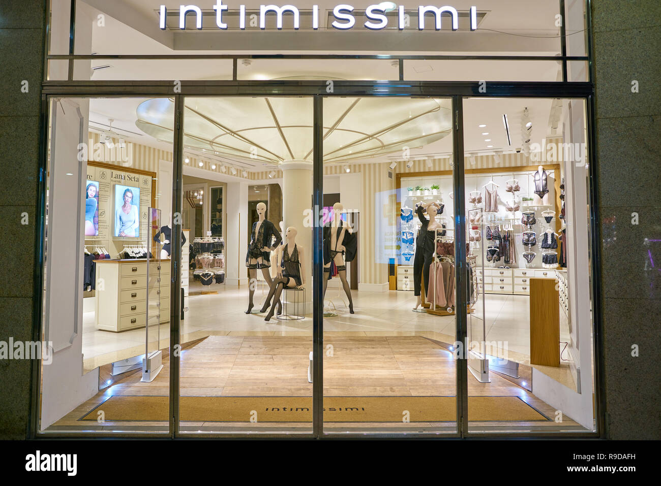 Milan Italy Circa November 2017 Entrance At Intimissimi Store In Milan Intimissimi Is An Italian Clothing Label Which Specializes In Bras Brie Stock Photo Alamy
