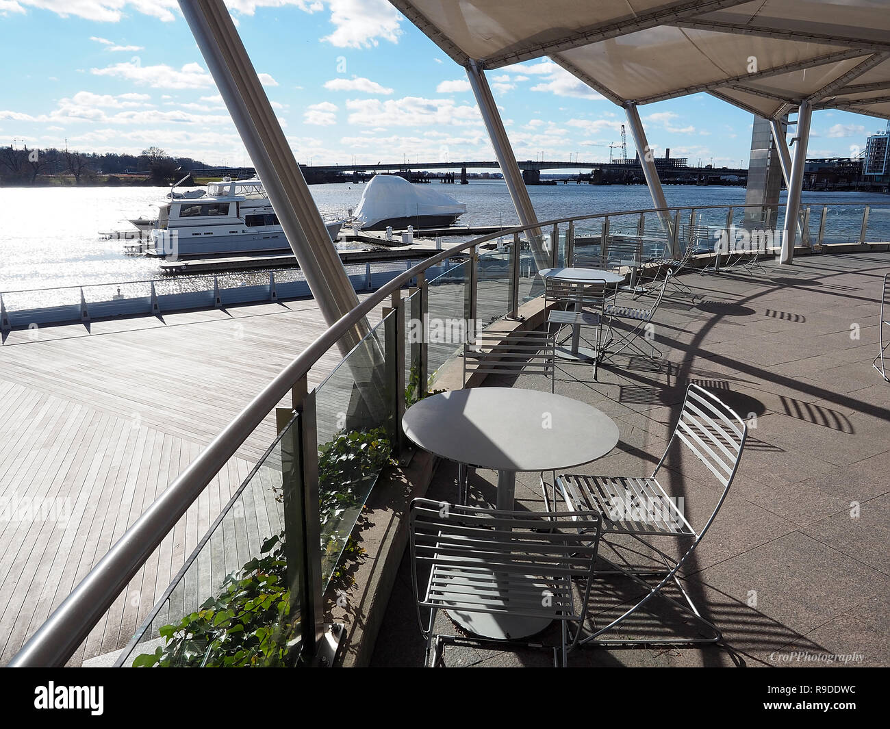 Covered sitting area with view of Anacostia River in Capitol Riverfront area Stock Photo