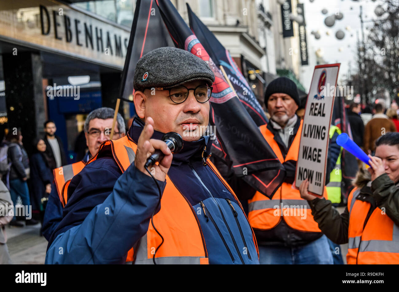 London, UK. 22nd December 2018. Cleaners at the Oxford Street branch of Debenhams hold a rally outside the store where they are on strike today. The Independent Workers Union. 22nd Dec, 2018. CAIWU had been campaigning for the London Living Wage since May, but employers Interserve have refused any talks with the union which they refuse to recognise. Peter Marshall/IMAGES LIVE Credit: Peter Marshall/IMAGESLIVE/ZUMA Wire/Alamy Live News - Stock Image