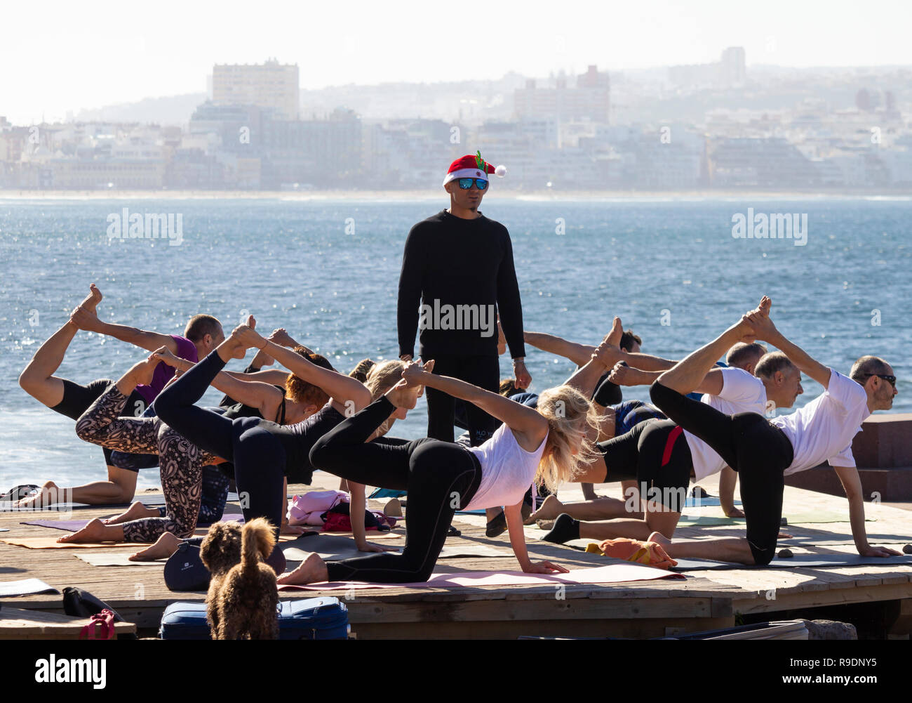Las Palmas, Gran Canaria, Canary Islands, Spain. 22nd Dec, 2018. Weather: Pre Christmas Yoga session on the beach in Las Palmas on Gran Canaria on a glorious Saturday in the Canary Islands; where thousands of holidaymakers from the UK will be heading for some winter sun over Christmas. Credit: ALAN DAWSON/Alamy Live News Stock Photo