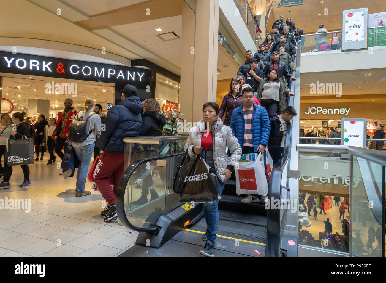3fceb922d1fe 22 December 2018. 2018 Crowds of last minute shoppers pack the Queens  Center Mall in the borough of Queens in New York on the so-called Super  Saturday. the ...