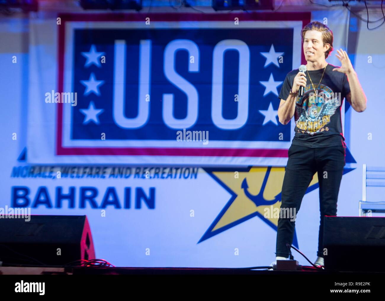 Manama, Bahrain. 21st Dec, 2018. Three-time Olympic gold medalist Shaun White takes part in the Joint Chiefs USO Christmas Show for deployed service members at Naval Support Activity Bahrain December 22, 2018 in Manama, Bahrain. This year's entertainers include actors Milo Ventimiglia, Wilmer Valderrama, DJ J Dayz, Fittest Man on Earth Matt Fraser, 3-time Olympic Gold Medalist Shaun White, Country Music Singer Kellie Pickler, and comedian Jessiemae Peluso. Credit: Planetpix/Alamy Live News - Stock Image