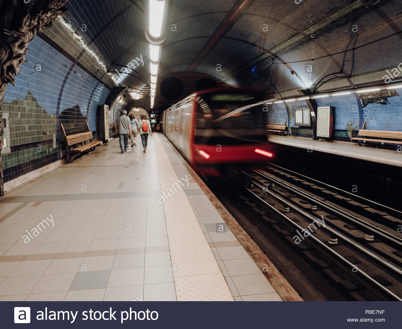 Platform at the metro / underground / tube to travel to downtown of Lisbon, Portugal, Europe to see architectures. Urban transportation - Stock Image
