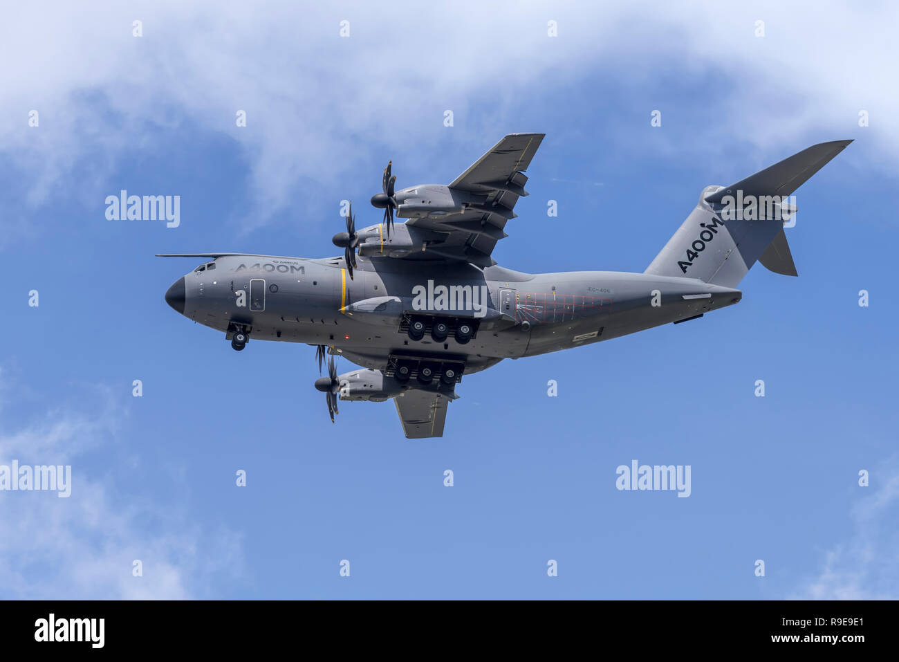 Airbus A400M Atlas military transport aircraft performs a dirty pass (wheels down), flying overhead from right to left. - Stock Image