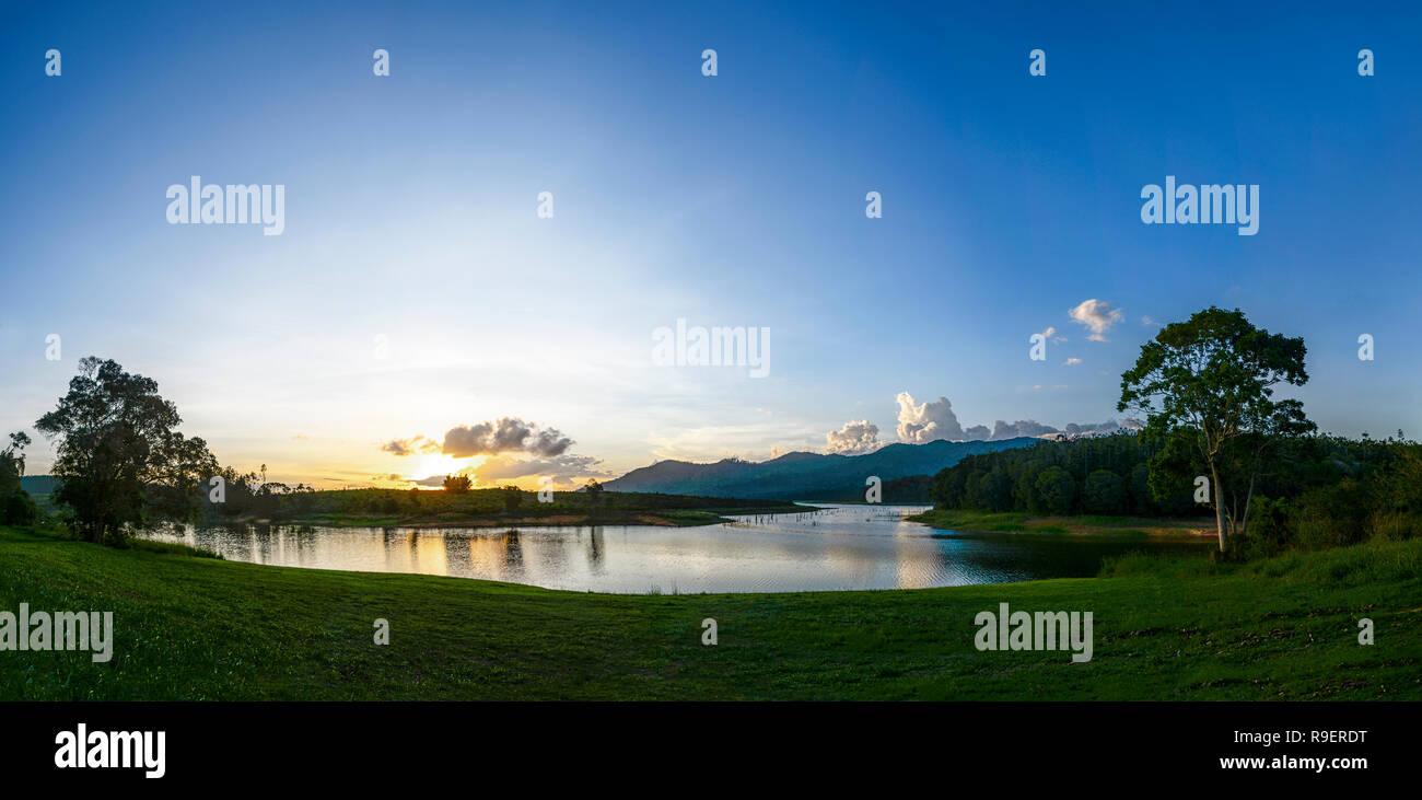 Lake Tinaroo Panorama at sunset, Atherton Tableland,  Far North Queensland, FNQ, QLD, Australia - Stock Image