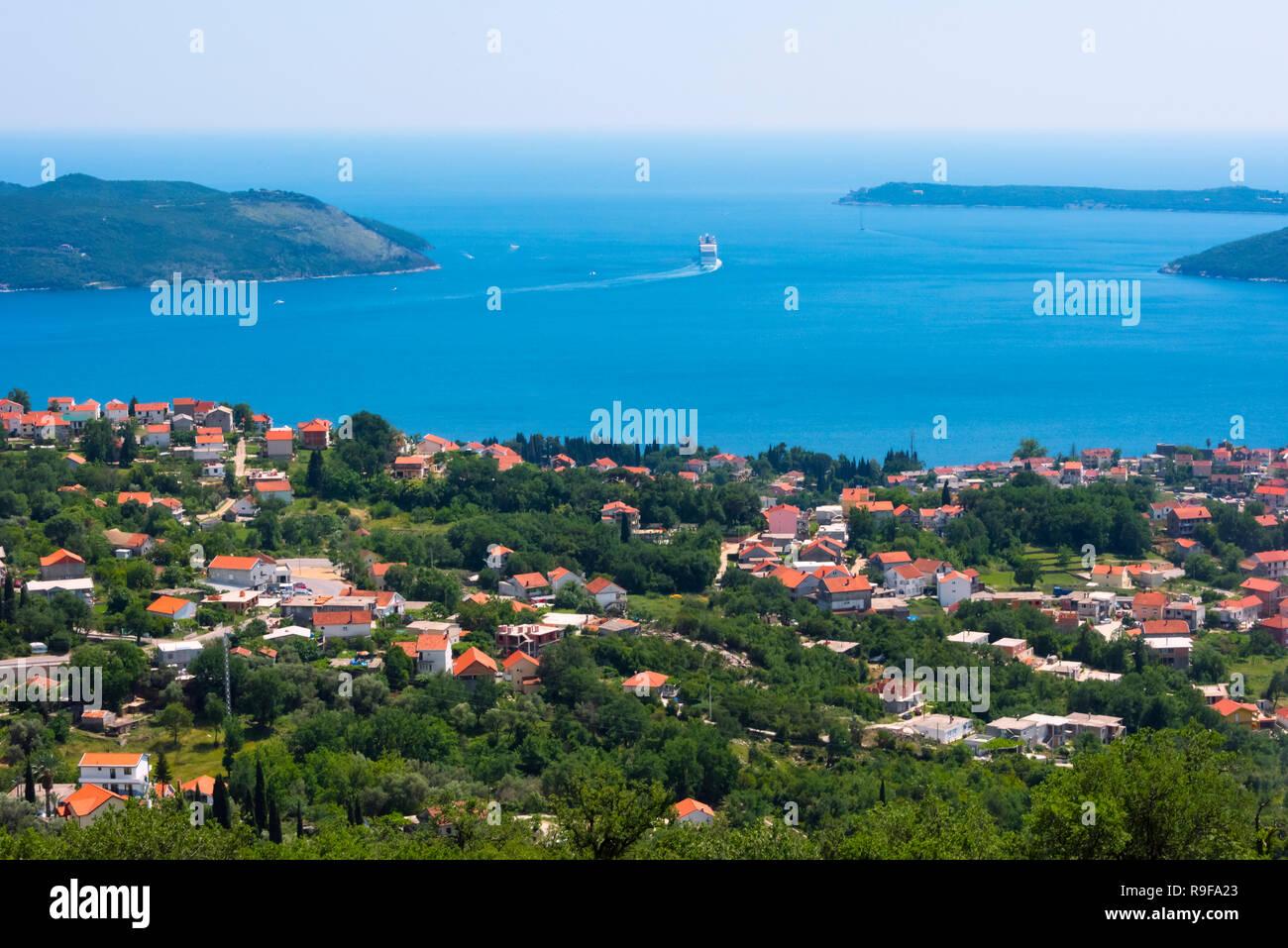 Houses along the Adriatic coast, northwest Montenegro - Stock Image