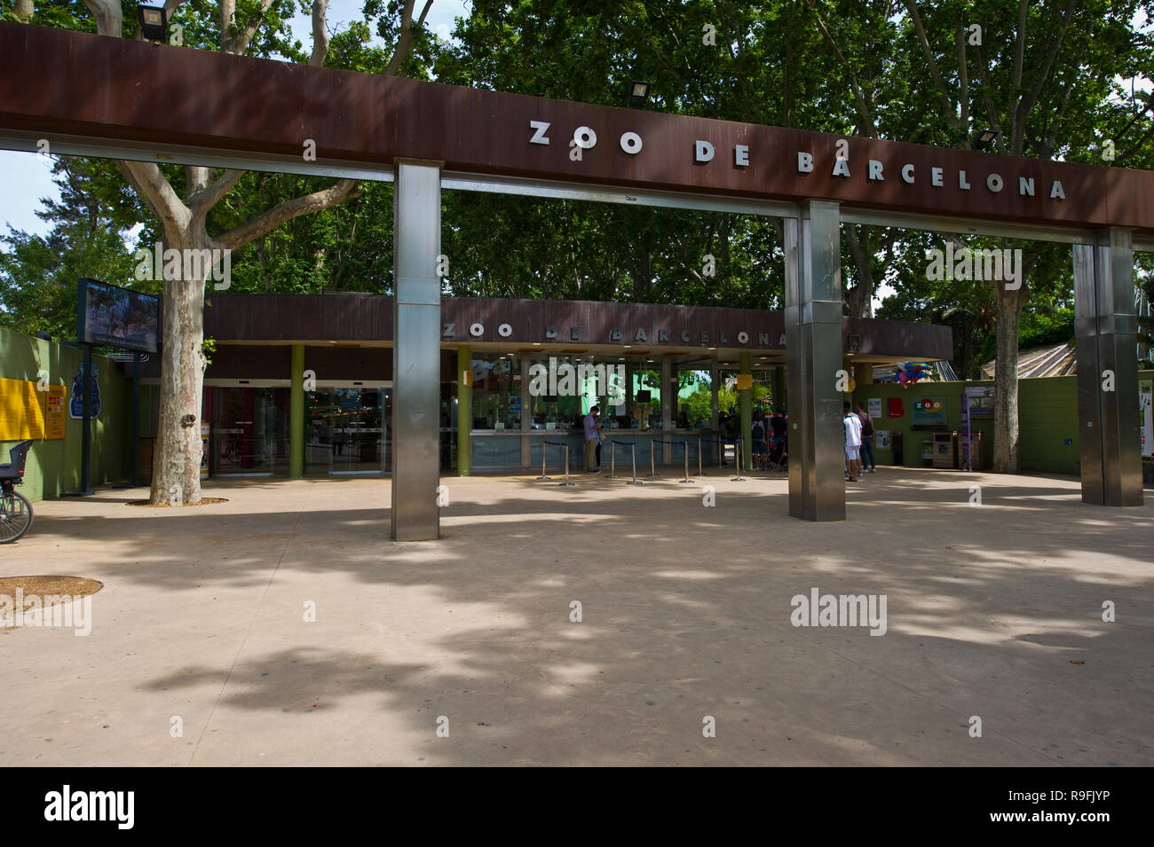 People At The Entrance Of The Zoo In Barcelona Spain Stock Photo 229610858 Alamy