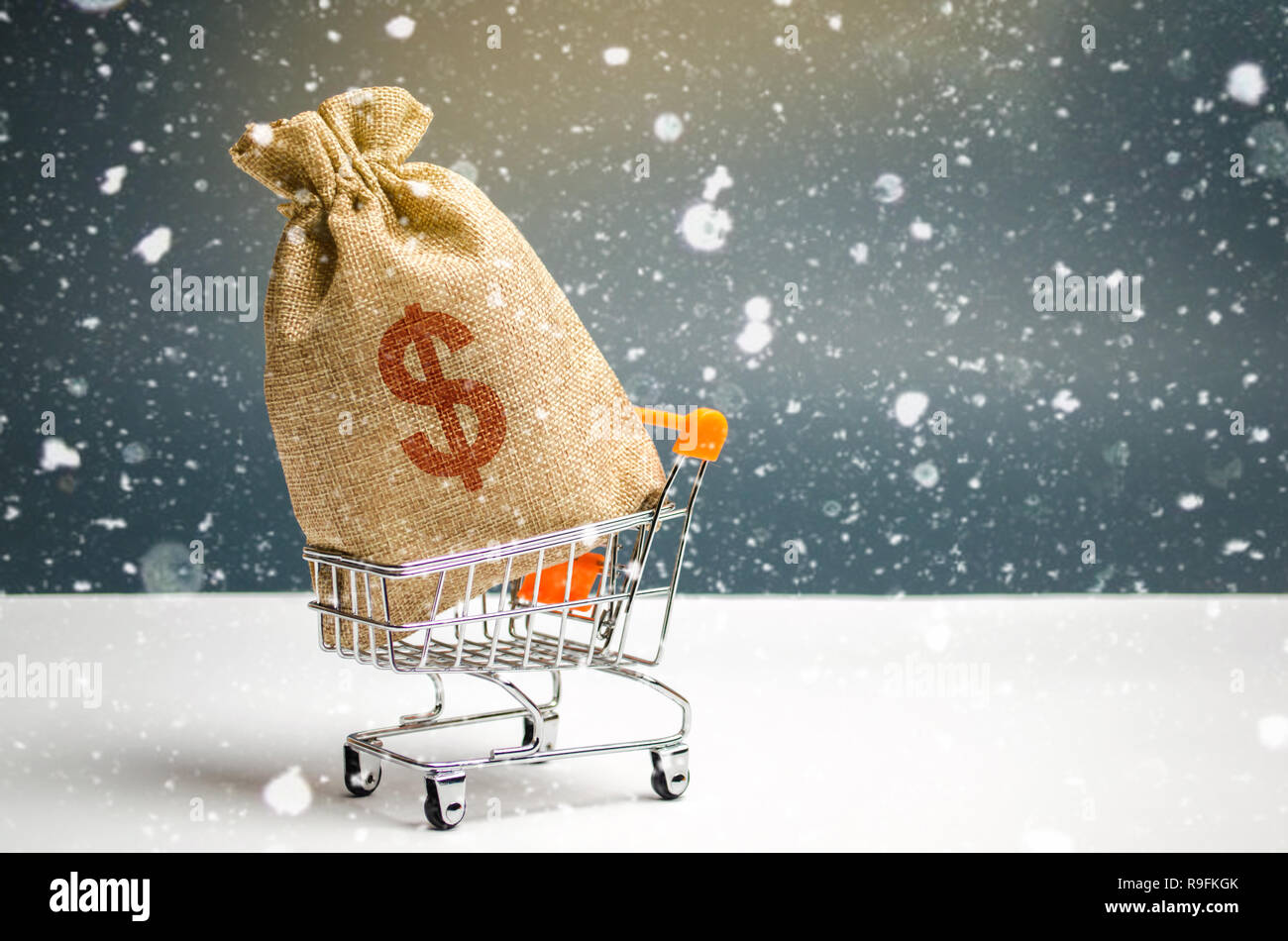 A bag of money in a supermarket trolley. Christmas promotions. Gift certificate for purchase. Contribution and investment. Cashback. Promotion at purc - Stock Image