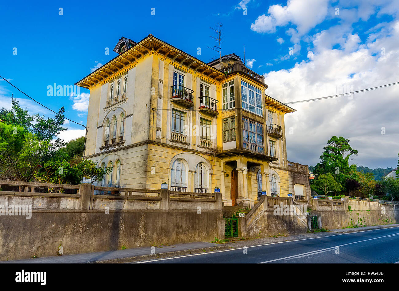 Old yellow house. - Stock Image