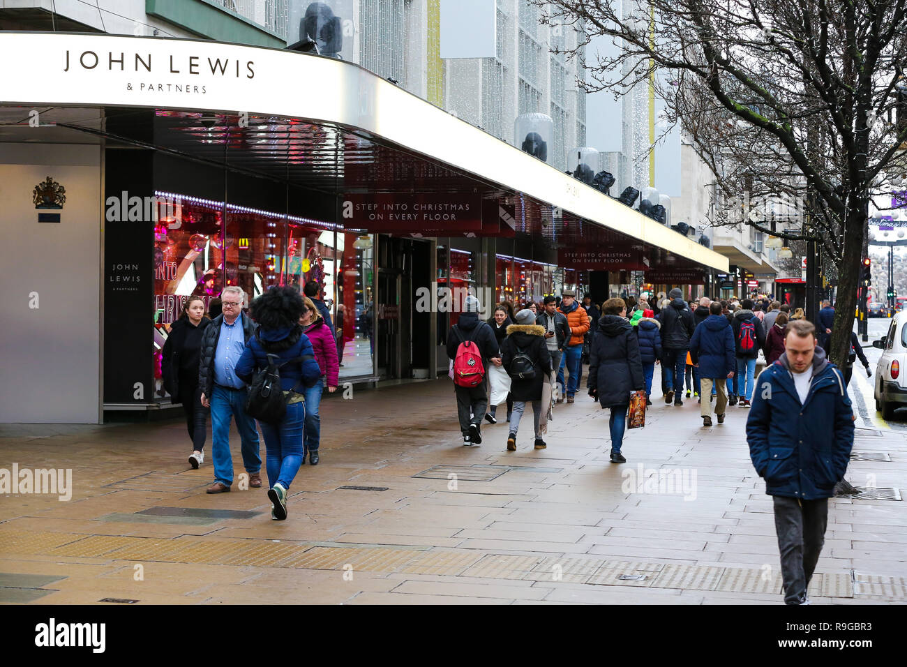 London Uk 23rd Dec 2018 Last Minute Christmas Shoppers Are Seen