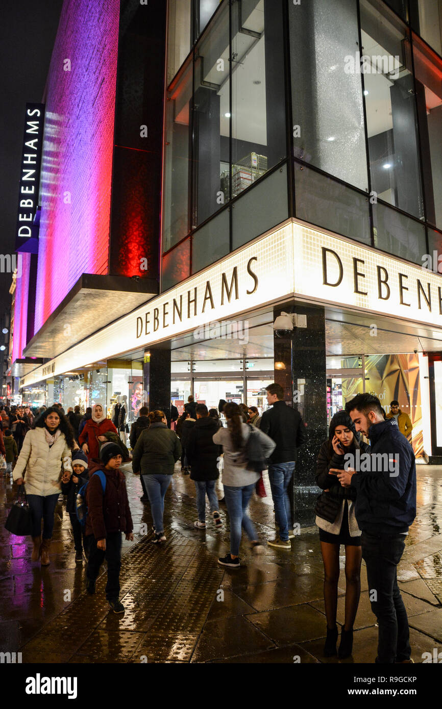 London England Uk 23 December 2018 Londoners Out Shopping For