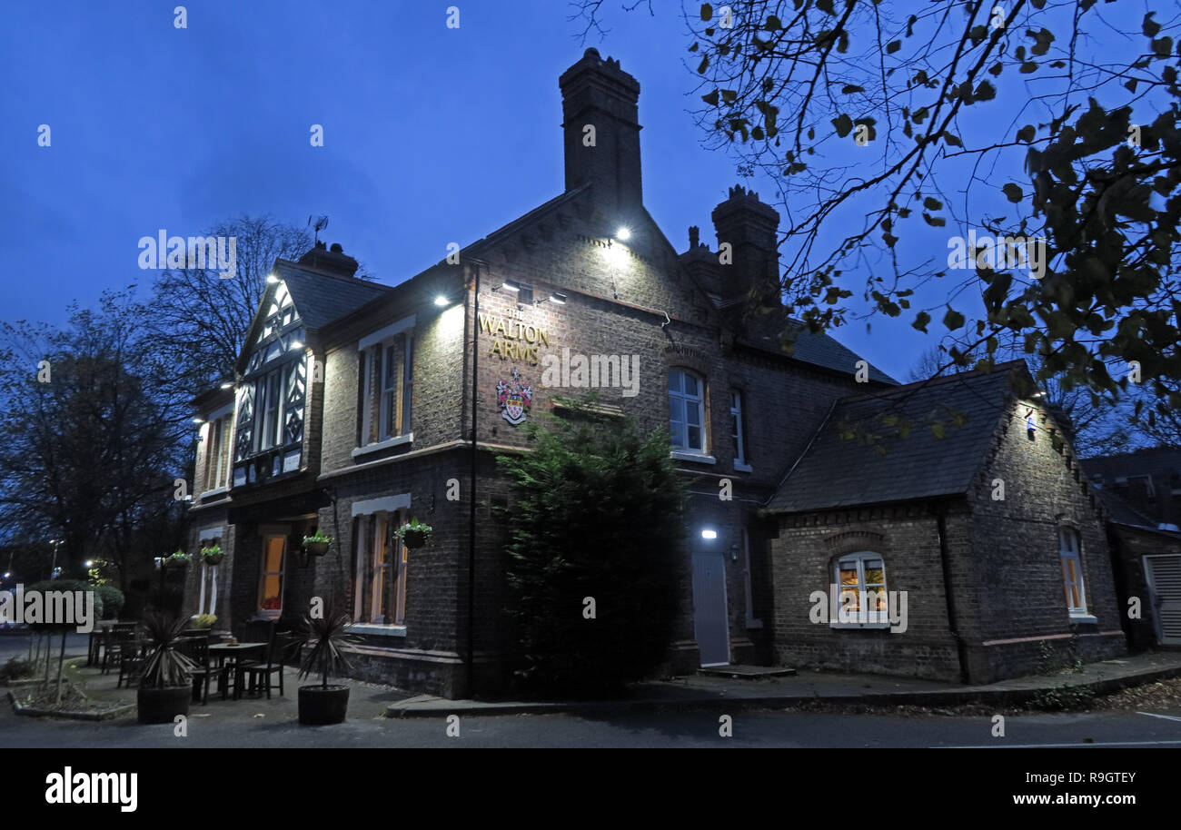 Walton Arms Pub at dusk, 148 Old Chester Rd, Higher Walton, Warrington, Cheshire, North West England, UK,  WA4 6TG - Stock Image