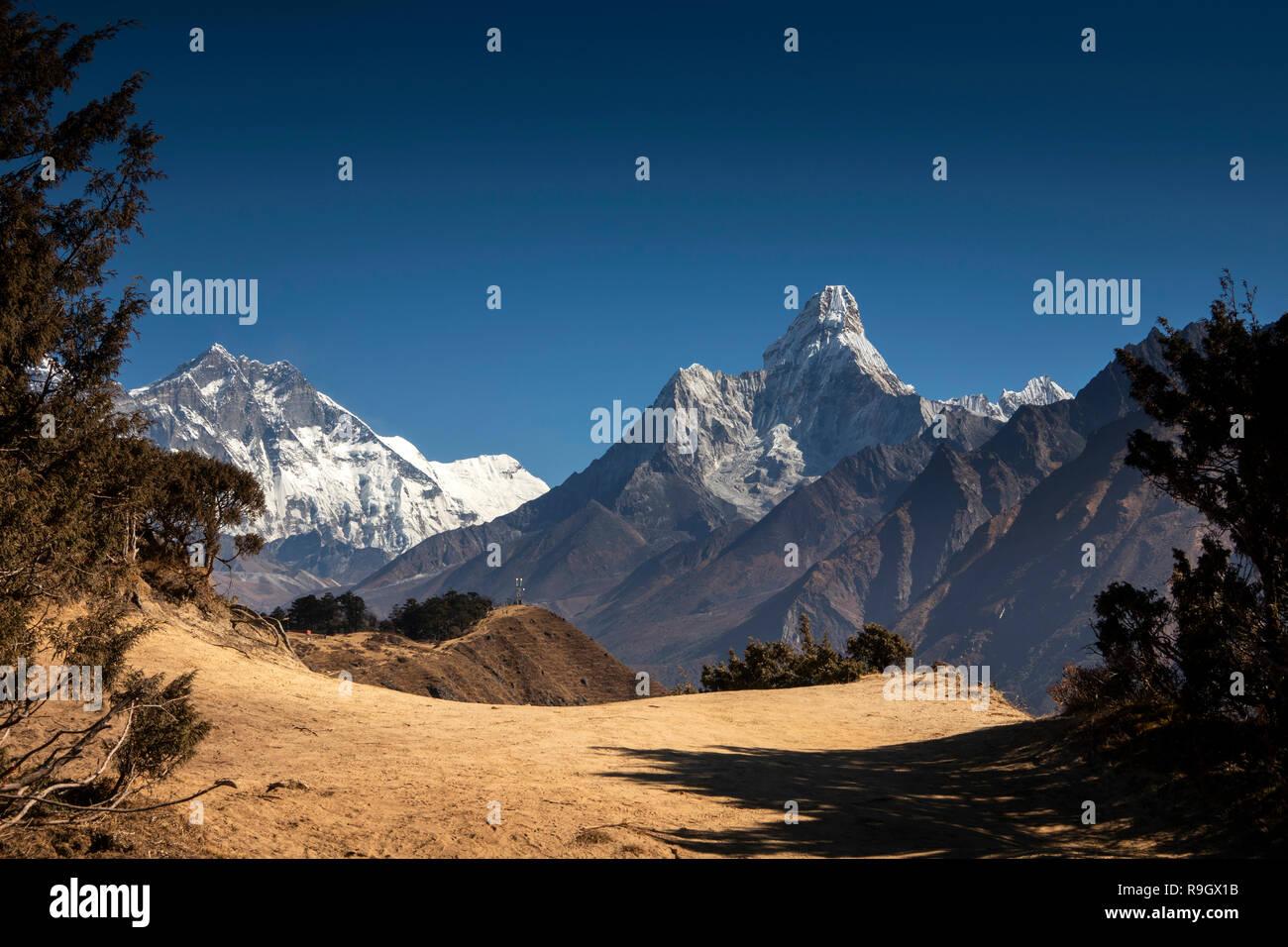 Nepal, Everest Base Camp Trek, Ama Dablam Imjatse (Island Peak) and surrounding mountains from above Khumjung - Stock Image