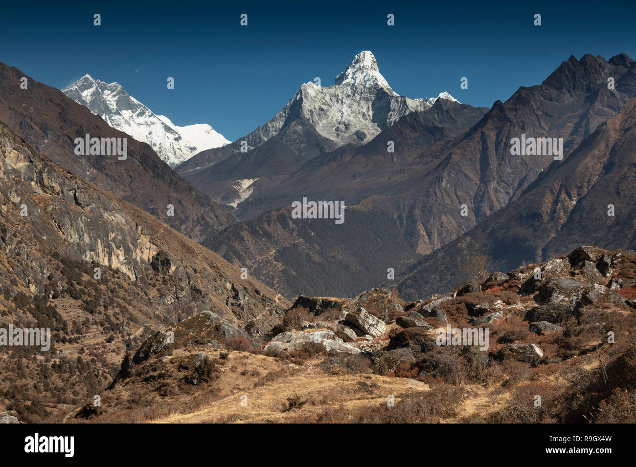 Nepal, Everest Base Camp Trek, Khumjung, view north to Lhotse and Ama Dablam mountains Stock Photo
