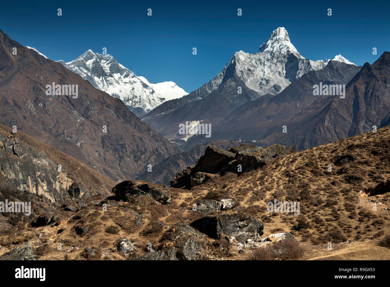 Nepal, Everest Base Camp Trek, Khumjung, view north to Lhotse and Ama Dablam mountains - Stock Image