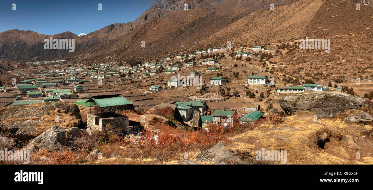 Nepal, Everest Base Camp Trek, Khumjung, elevated panoramic view towards Khunde village - Stock Image