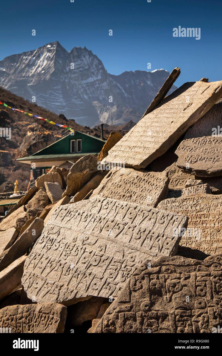 Nepal, Everest Base Camp Trek, Khumjung village centre, mani wall - Stock Image