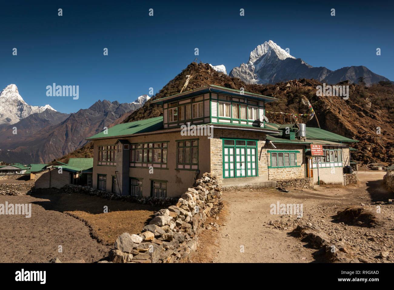 Nepal, Everest Base Camp Trek, Khumjung, winter, Amadablam Guest House at end of tourist season - Stock Image