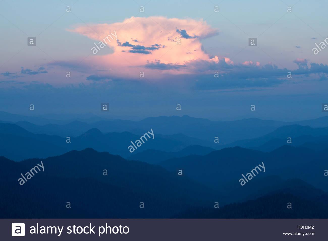 Cumulonimbus clouds over the West Cascades, Carpenter Mountain, Willamette National Forest, Oregon, USA - Stock Image