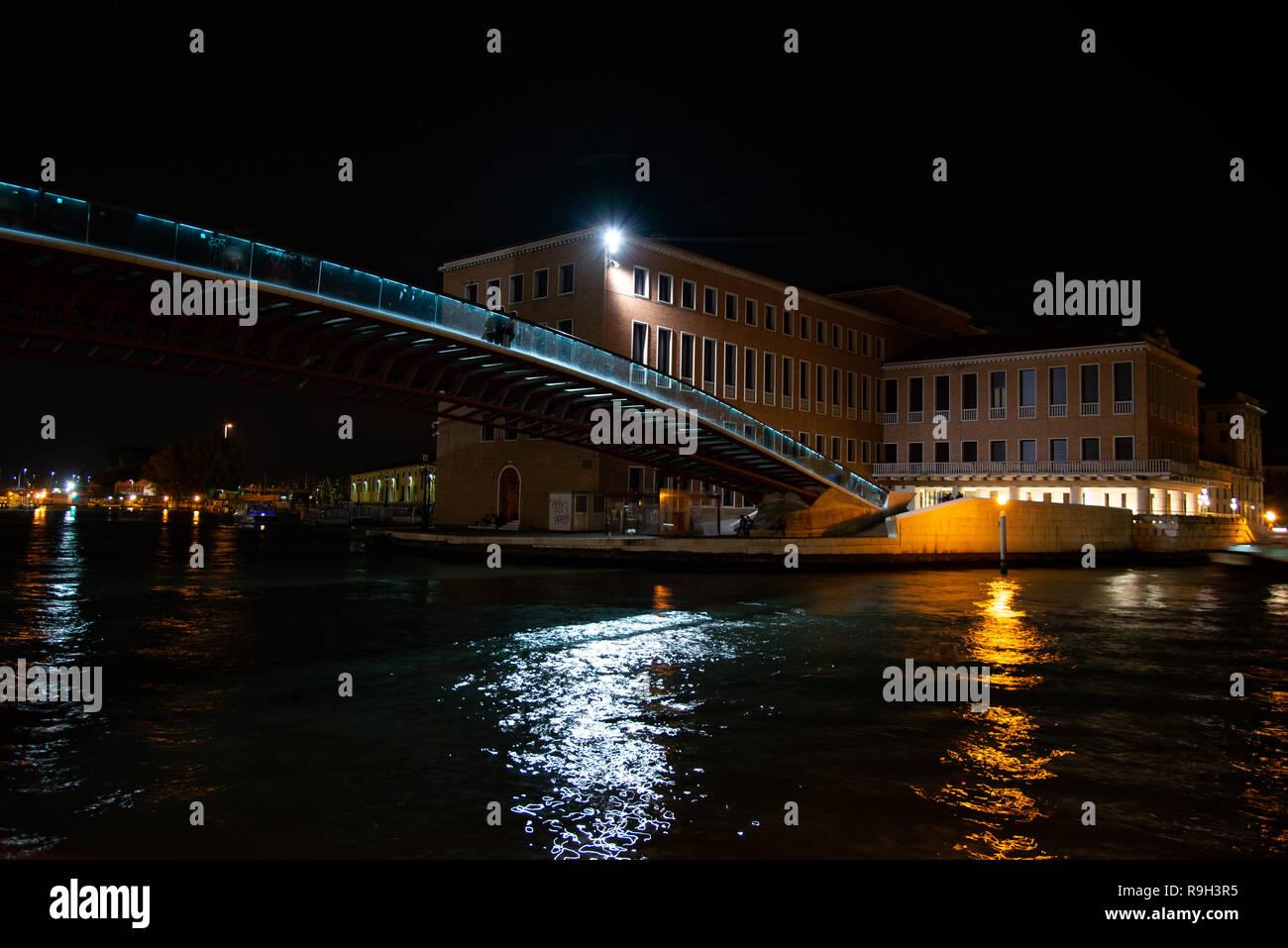 Night view of the controversial Constitution Bridge in Venice, Italy. Designed by the starchitect Santiago Calatrava, the bridge opend in 2008 - Stock Image