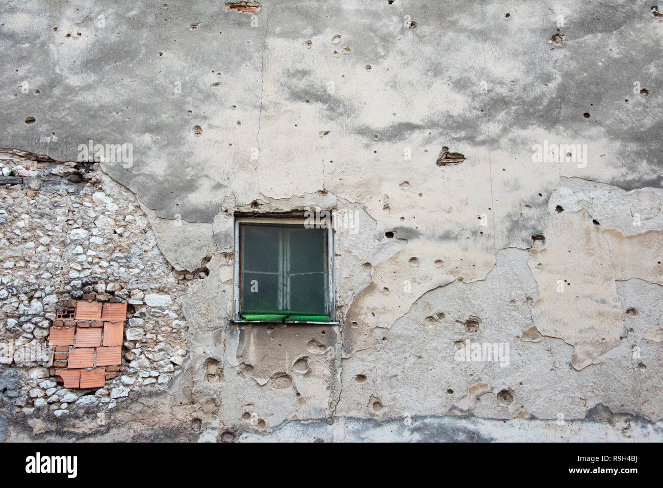 Old house with bullet holes, Mostar, Bosnia and Herzegovina - Stock Image
