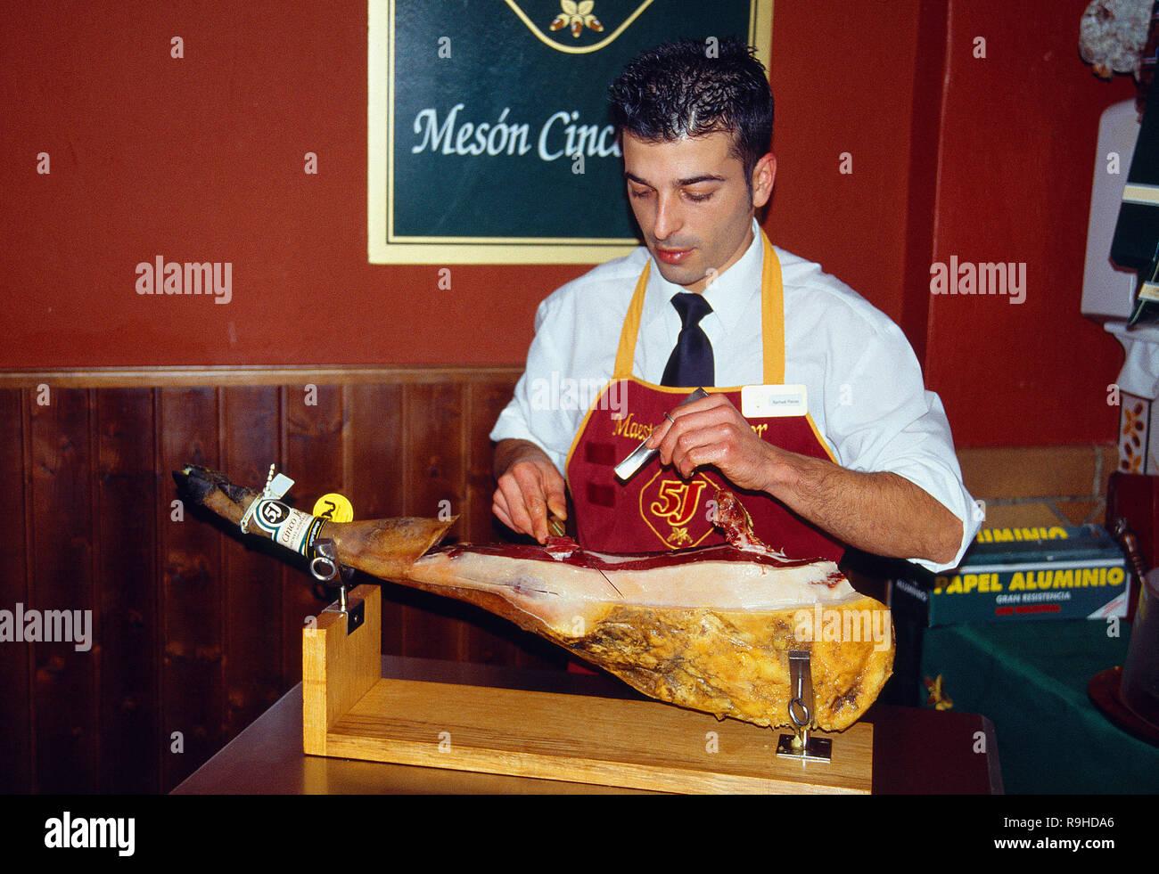 Master cutter cutting Iberian ham. Jabugo, Huelva province, Andalucia, Spain. - Stock Image
