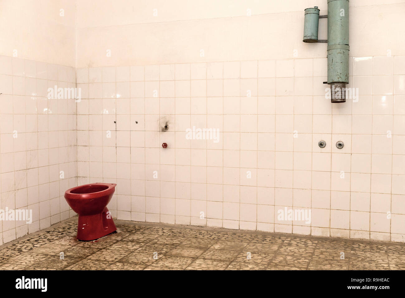 Red communist toilet Bunk'Art nuclear bunker Tirana Albania - Stock Image