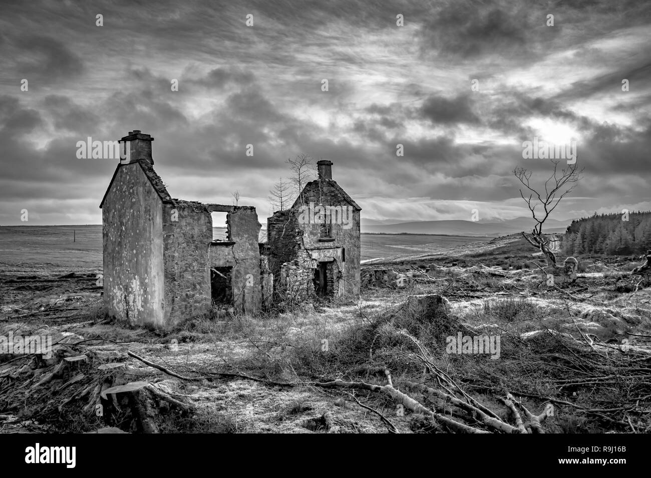 Ruins of an old Irish farm house in the Mountains of Donegal, Ireland - Stock Image