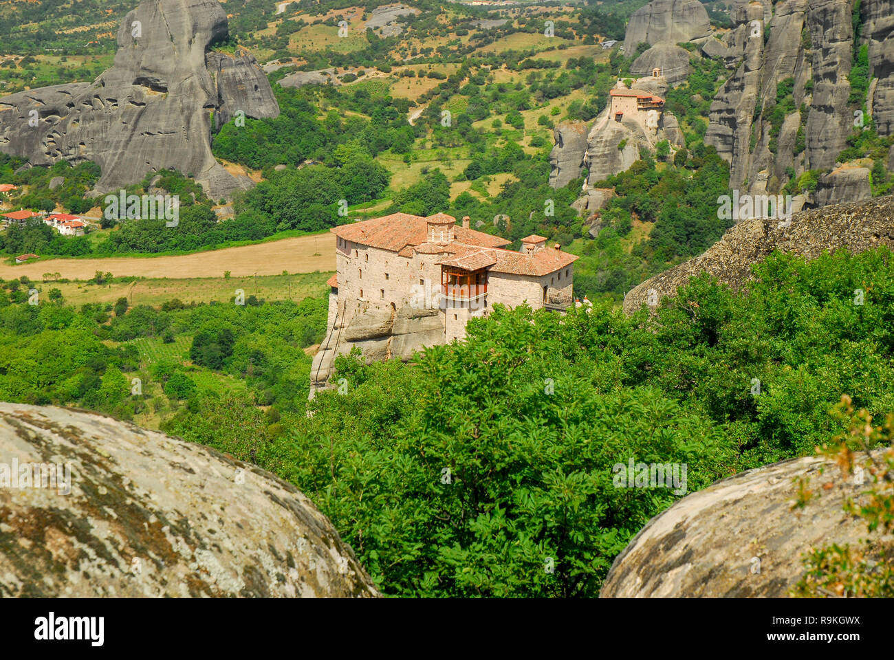 Spectacular Meteora rock formations and monasteries, Meteora, Plain of Thessaly, Greece - Stock Image