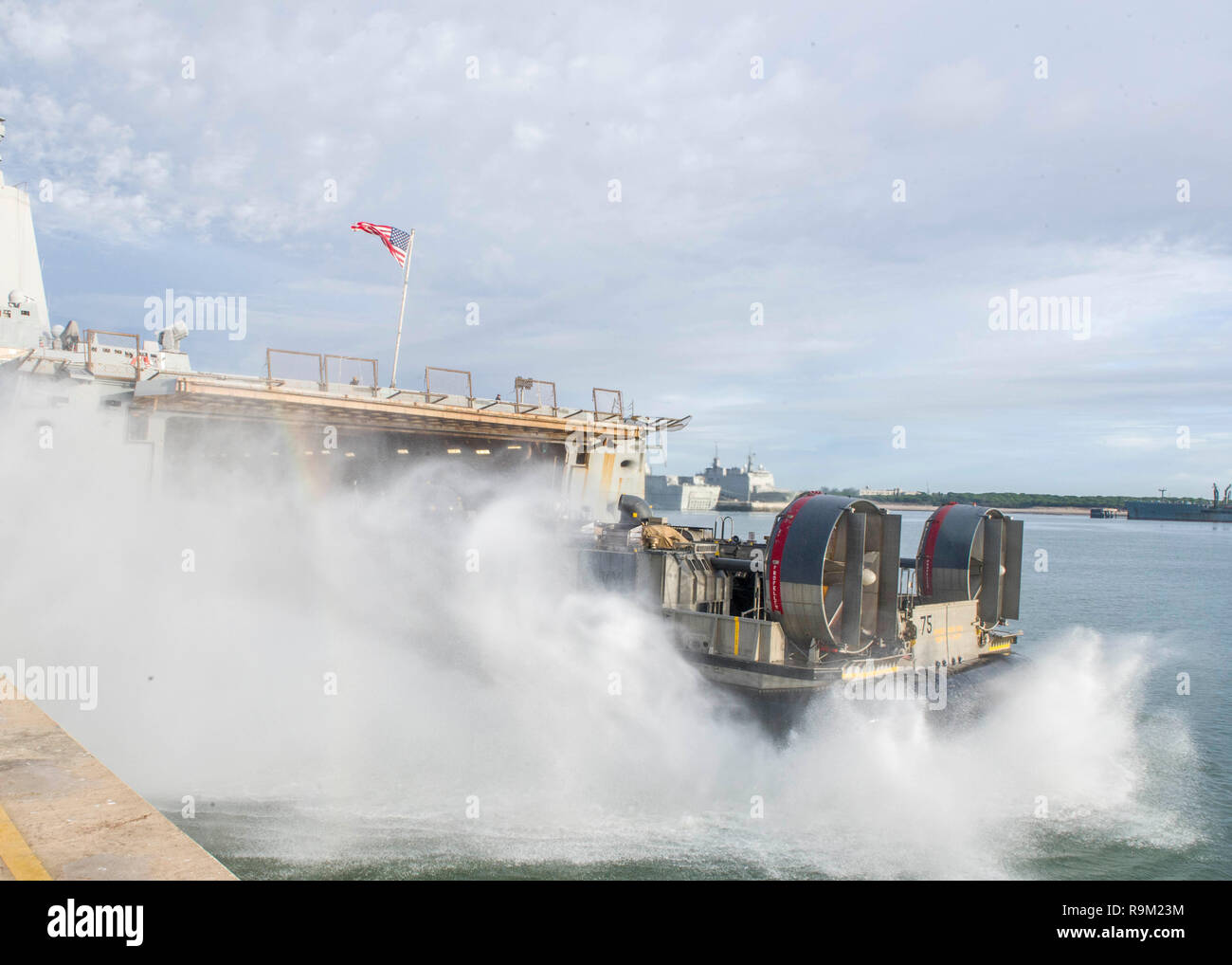 181124-N-PH222-1046 ROTA, SPAIN (Nov. 24, 2018) Landing Craft, Air Cushion (LCAC) 75, attached to Assault Craft Unit 5, disembarks the well deck of the San Antonio-class amphibious transport dock ship USS Anchorage (LPD 23) in Rota, Spain, Nov. 24, 2018. Anchorage and embarked 13th Marine Expeditionary Unit are deployed to the U.S. 6th Fleet area of operations as a crisis response force in support of regional partners as well as to promote U.S. national security interests in Europe and Africa. (U.S. Navy photo by Mass Communication Specialist 3rd Class Ryan M. Breeden/Released) - Stock Image
