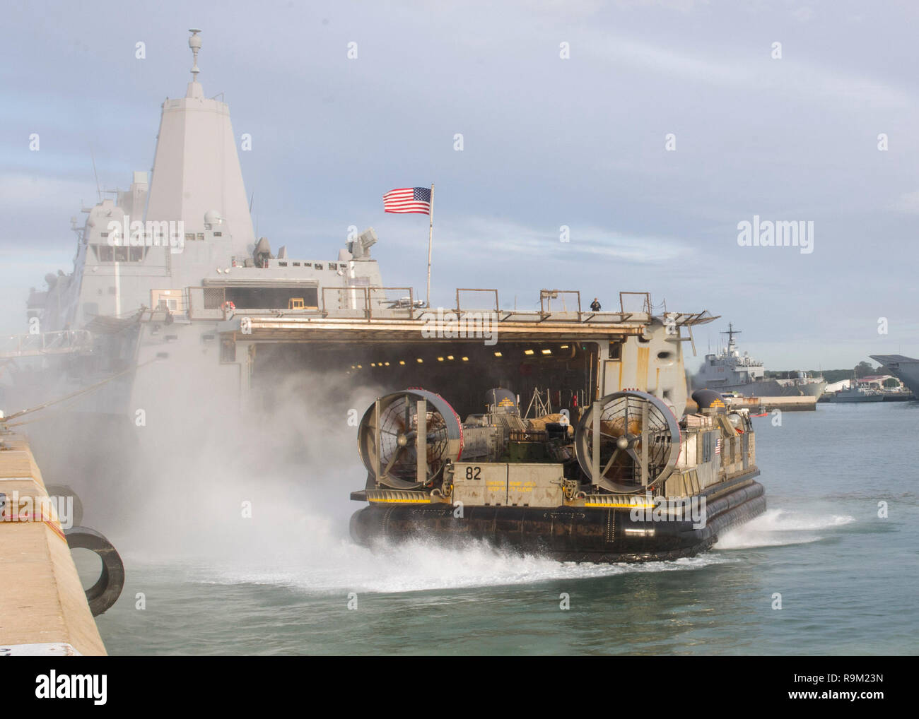 181124-N-PH222-1187 ROTA, SPAIN (Nov. 24, 2018) Landing Craft, Air Cushion (LCAC) 82, attached to Assault Craft Unit 5, disembarks the well deck of the San Antonio-class amphibious transport dock ship USS Anchorage (LPD 23) in Rota, Spain, Nov. 24, 2018. Anchorage and embarked 13th Marine Expeditionary Unit are deployed to the U.S. 6th Fleet area of operations as a crisis response force in support of regional partners as well as to promote U.S. national security interests in Europe and Africa. (U.S. Navy photo by Mass Communication Specialist 3rd Class Ryan M. Breeden/Released) - Stock Image