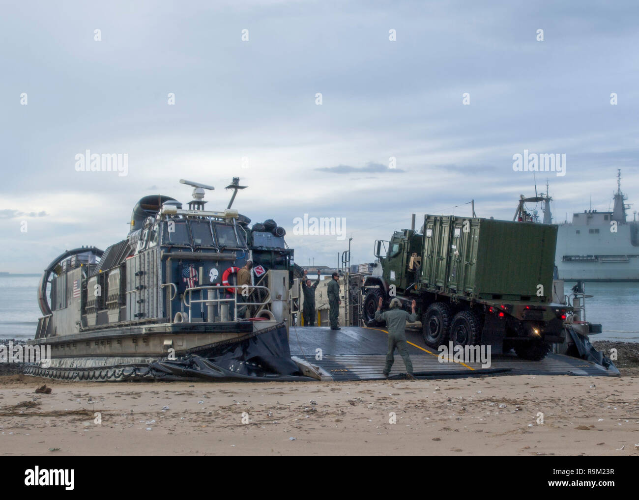 181124-N-PH222-1392 ROTA, SPAIN (Nov. 24, 2018) Sailors assigned to Assault Craft Unit 5, embarked on the San Antonio-class amphibious transport dock ship USS Anchorage (LPD 23), offload vehicles from a landing craft, air cushion (LCAC) in Rota, Spain, Nov. 24, 2018. Anchorage and embarked 13th Marine Expeditionary Unit are deployed to the U.S. 6th Fleet area of operations as a crisis response force in support of regional partners as well as to promote U.S. national security interests in Europe and Africa. (U.S. Navy photo by Mass Communication Specialist 3rd Class Ryan M. Breeden/Released) - Stock Image