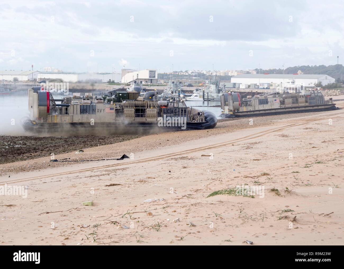 181124-N-PH222-1520 ROTA, SPAIN (Nov. 24, 2018) Landing craft, air cushions (LCAC) assigned to Assault Craft Unit 5, embarked on the San Antonio-class amphibious transport dock ship USS Anchorage (LPD 23), land on a beach in Rota, Spain, Nov. 24, 2018. Anchorage and embarked 13th Marine Expeditionary Unit are deployed to the U.S. 6th Fleet area of operations as a crisis response force in support of regional partners as well as to promote U.S. national security interests in Europe and Africa. (U.S. Navy photo by Mass Communication Specialist 3rd Class Ryan M. Breeden/Released) - Stock Image