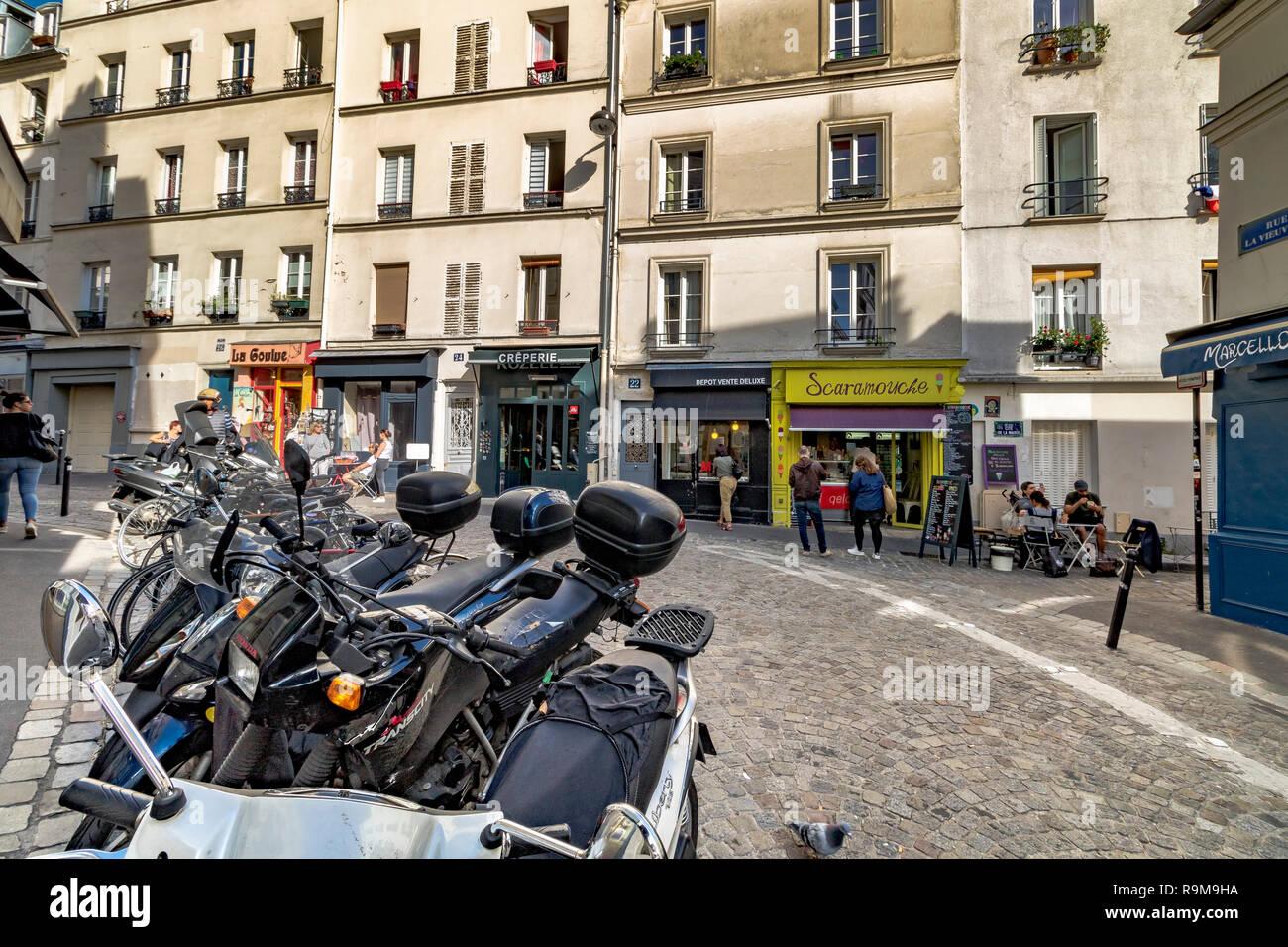 Motor Scooters / mopeds parked on Rue la Vieuville, Montmartre, Paris - Stock Image