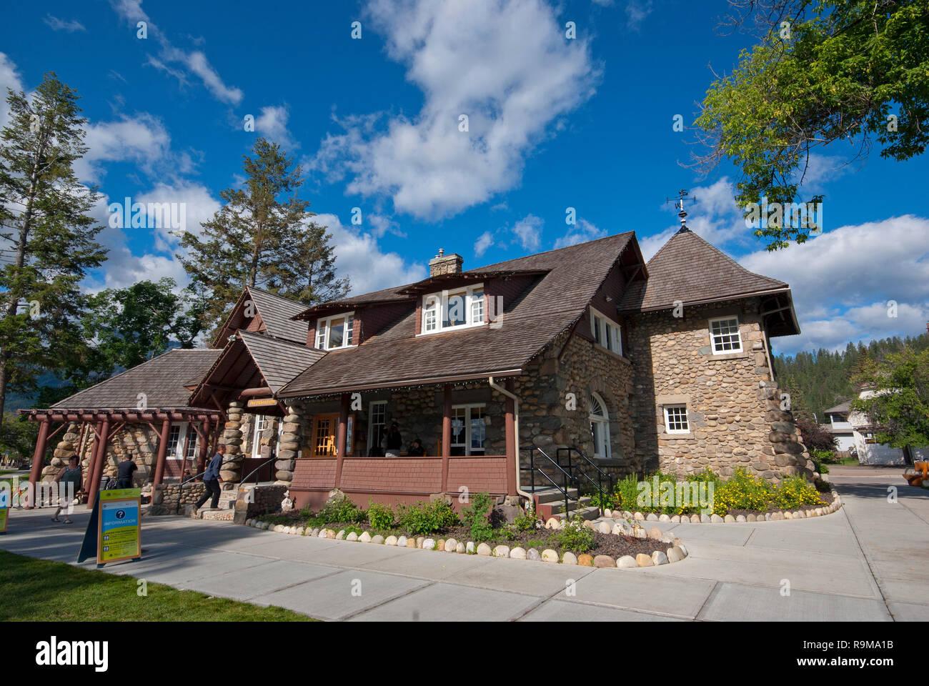 Information Centre in Jasper village, Jasper National Park, Rocky Mountains, Alberta, Canada - Stock Image