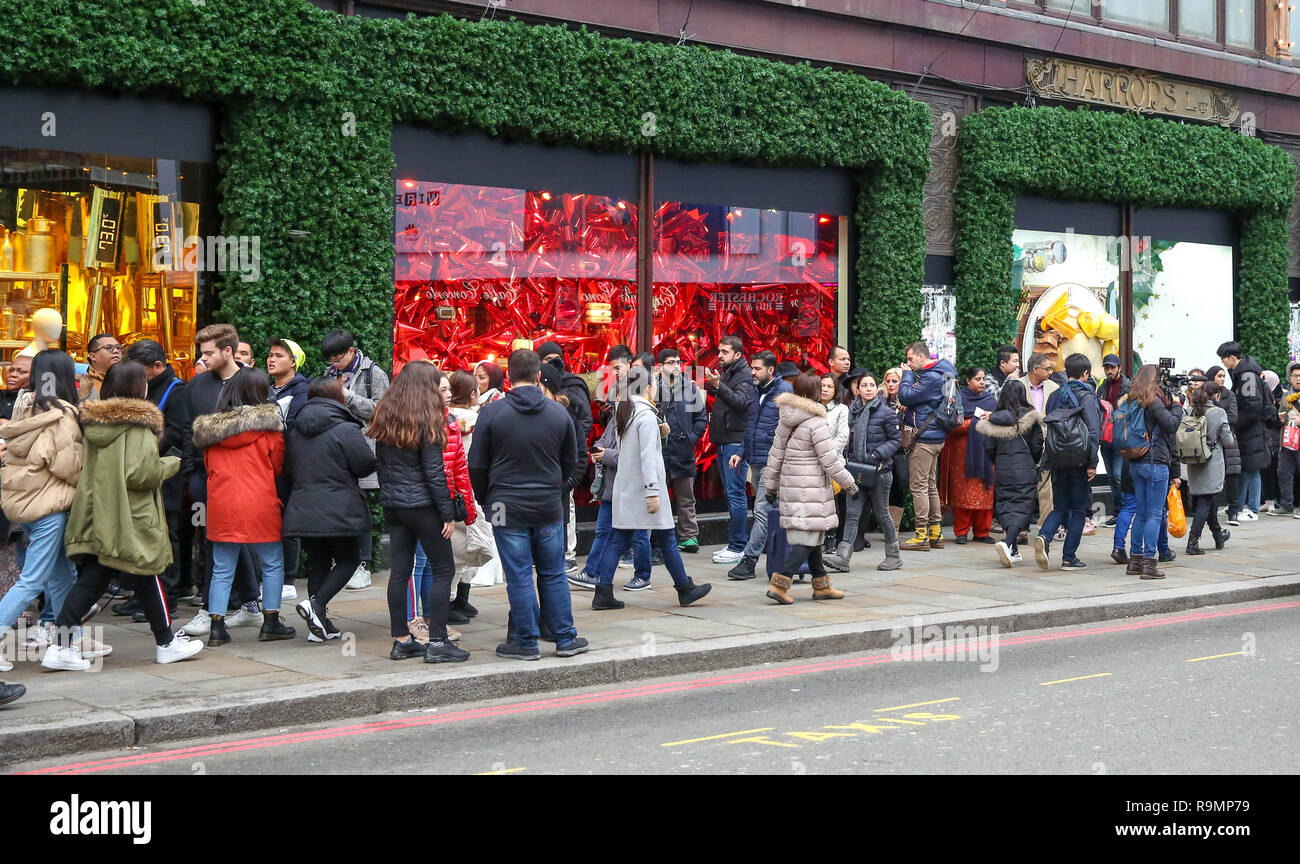 United Kingdom 26th Dec 2018 Shoppers Are Seen Queuing Outside The Luxury Department