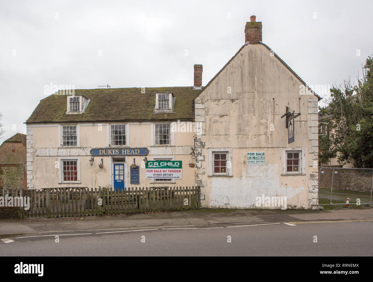 A closed public house - Stock Image