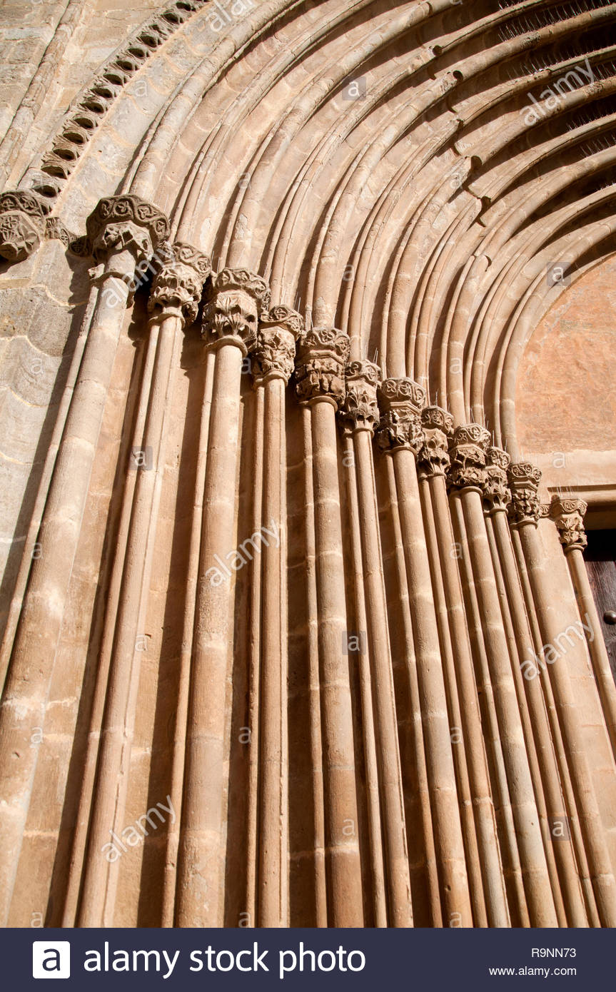 Monasterio de Sant Cugat del Vallés, Columnas de la entrada, Barcelona, España - Stock Image