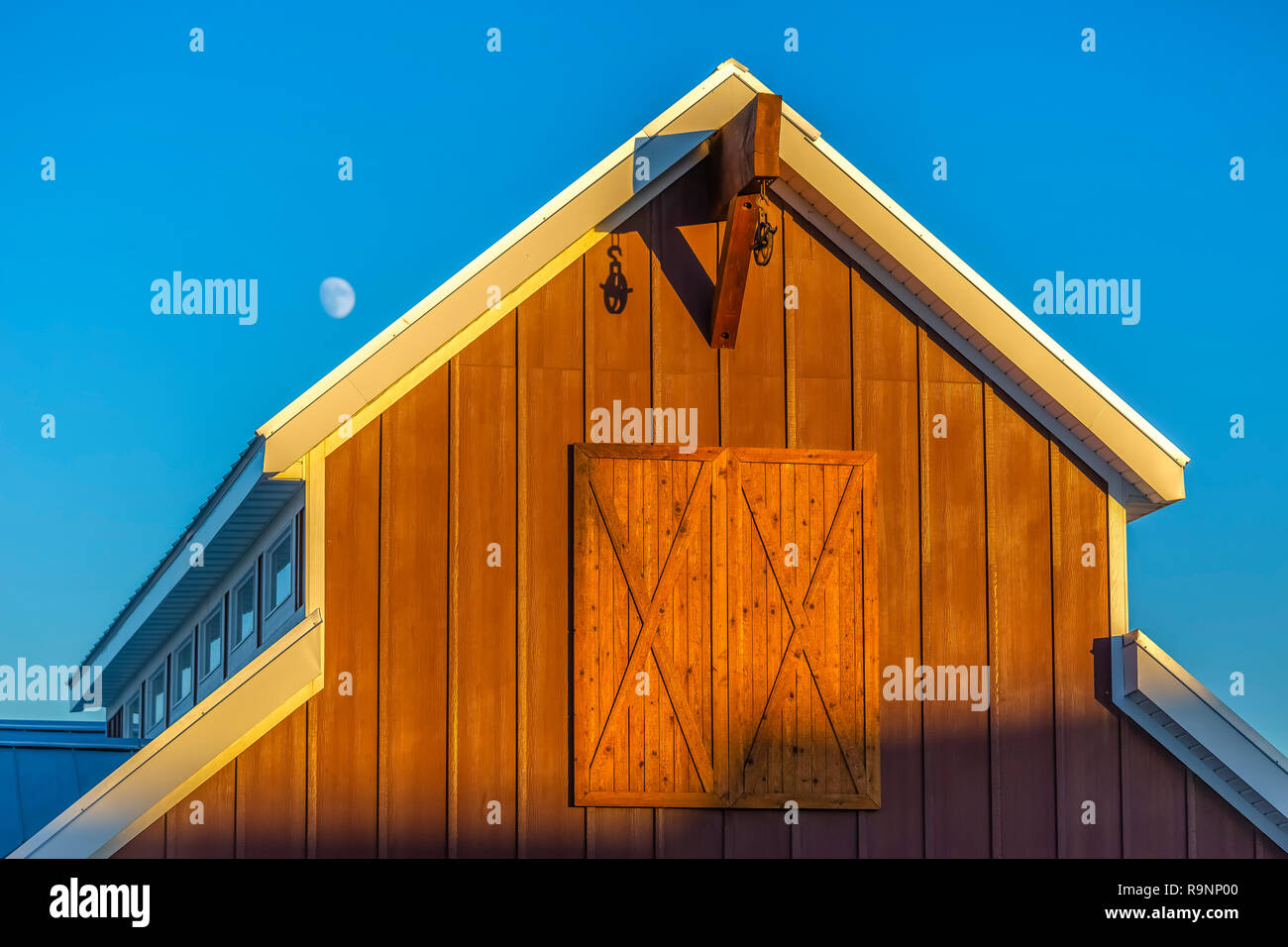 Barn looking clubhouse in Utah Valley near pool - Stock Image