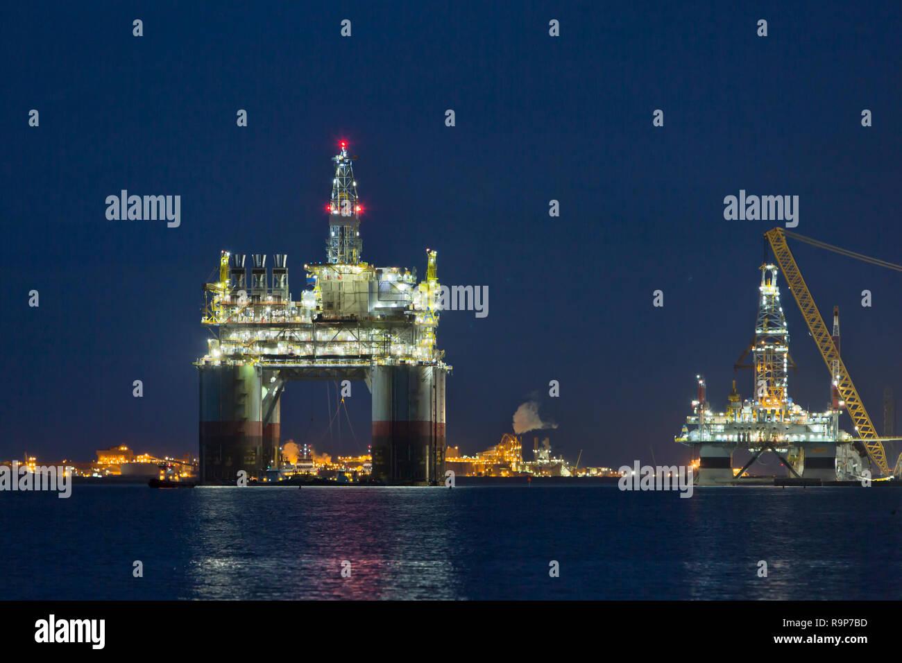 'Big Foot'  Chevron's Deep Ocean Platform, Kiewit Offshore, departing Ingleside Bay. - Stock Image