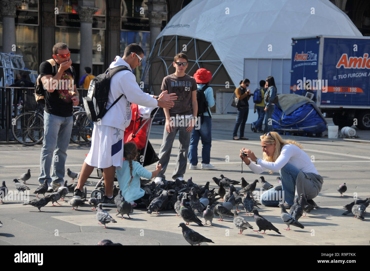 The Perfect Photo! - Piazza Duomo, Milan - Stock Image