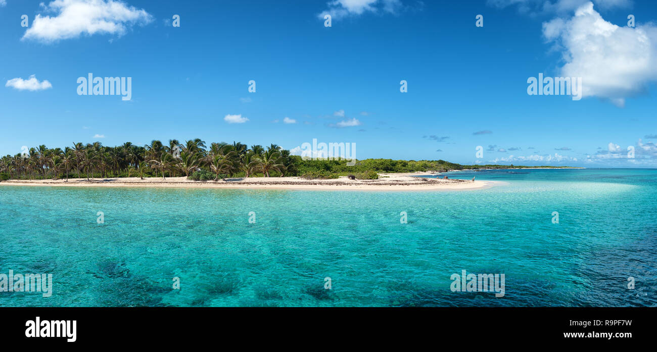 Arrival to 'Petite Terre', protected nature preserve island near Guadeloupe, french West Indies - Stock Image