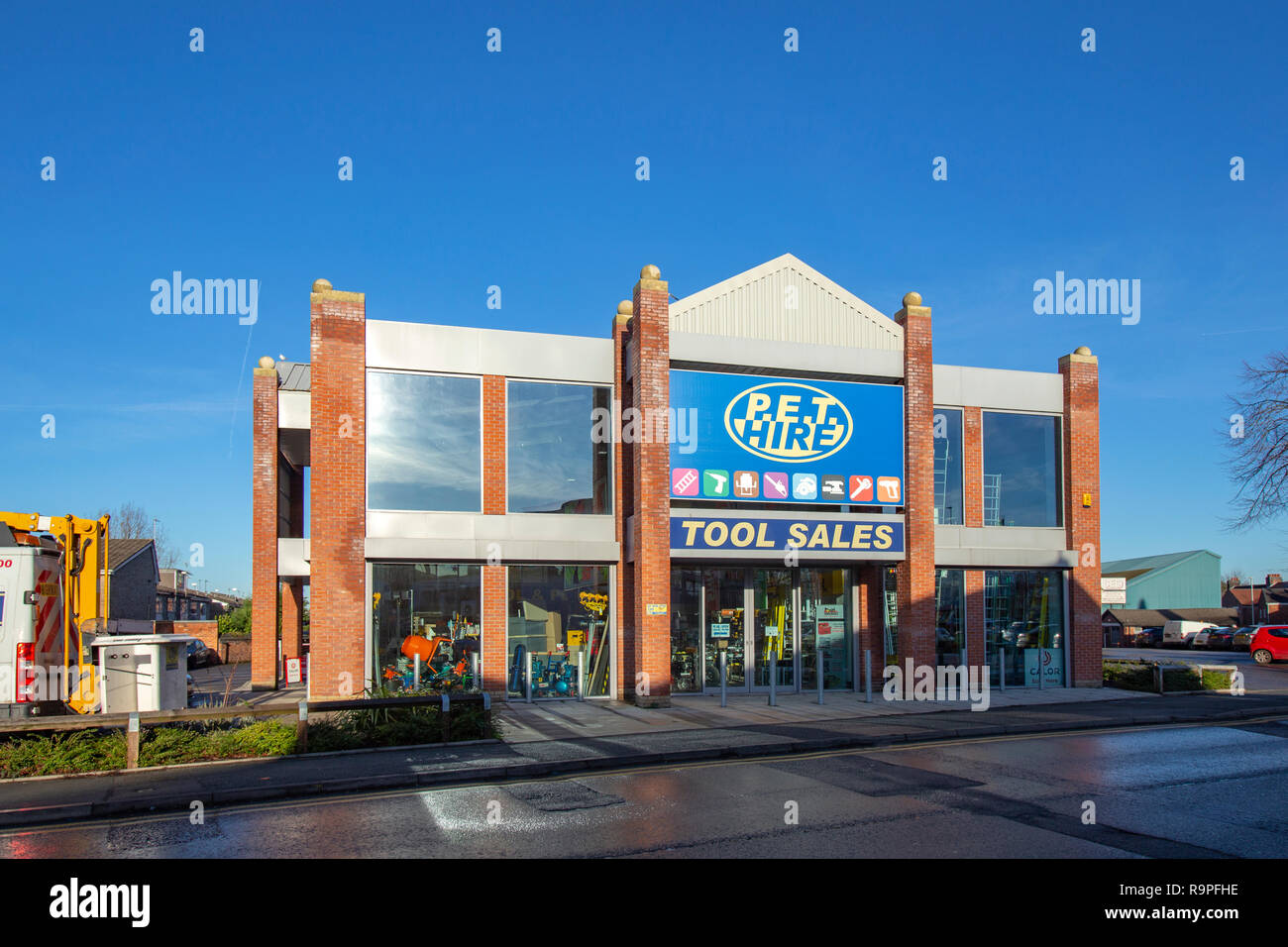 P.E.T tool sales and tool hire store at Grand Junction Retail Park in Crewe Cheshire UK - Stock Image