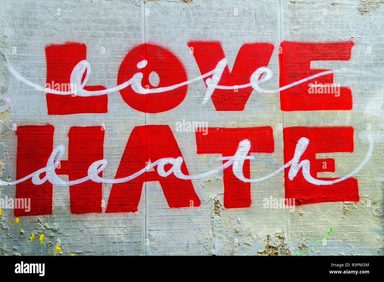 Message on street wall Love Hate - Stock Image
