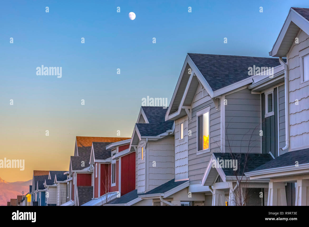 Moon above Townhomes at sunset in Utah Valley - Stock Image
